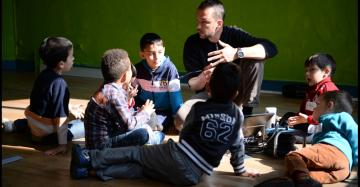 kinderen in gesprek met de leerkracht