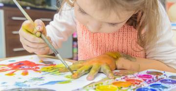 Meisje schildert