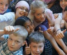 Leerlingen houden hun duimen omhoog