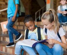 Schoolmeisjes samen studeren na school