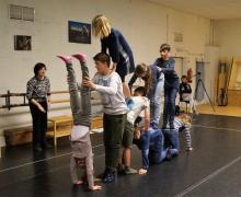 De kinderen van het vijfde en zesde leerjaar van De Valke zetten hun beste beent je voor.