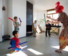 Kinderen maken muziek met boomwhackers