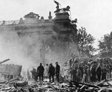 De eerste V-bom op 13/10/1944 bij het Museum voor Schone Kunsten.