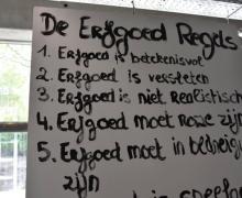 Een plakaat met erfgoedregels. Je kunt ze lezen op https://www.cultuurkuur.be/kappers-met-erfgoedalt-tekst