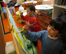 Kleuters schilderen