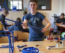 Leerling bouwt mini Eiffeltoren
