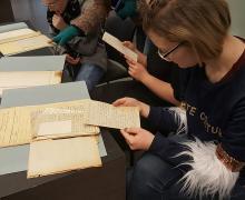 Leerlingen lezen oude brieven