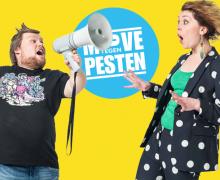 """Voor de """"Move tegen Pesten"""" poseert William Boeva met een megafoon naast een ketnet wrapster."""